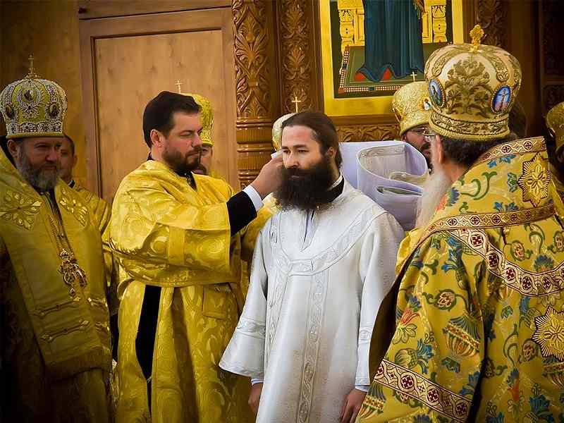 Епископ острогожский Андрей. Почему все епископы - монахи?