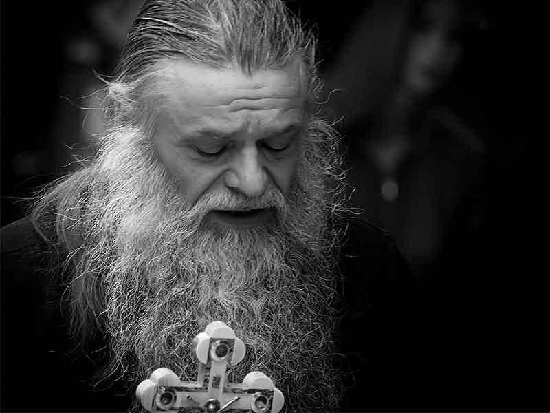 Зачем священнику борода и длинные волосы?