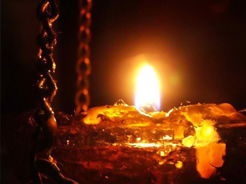 Похороны - что означают горящие свечи и лампады?