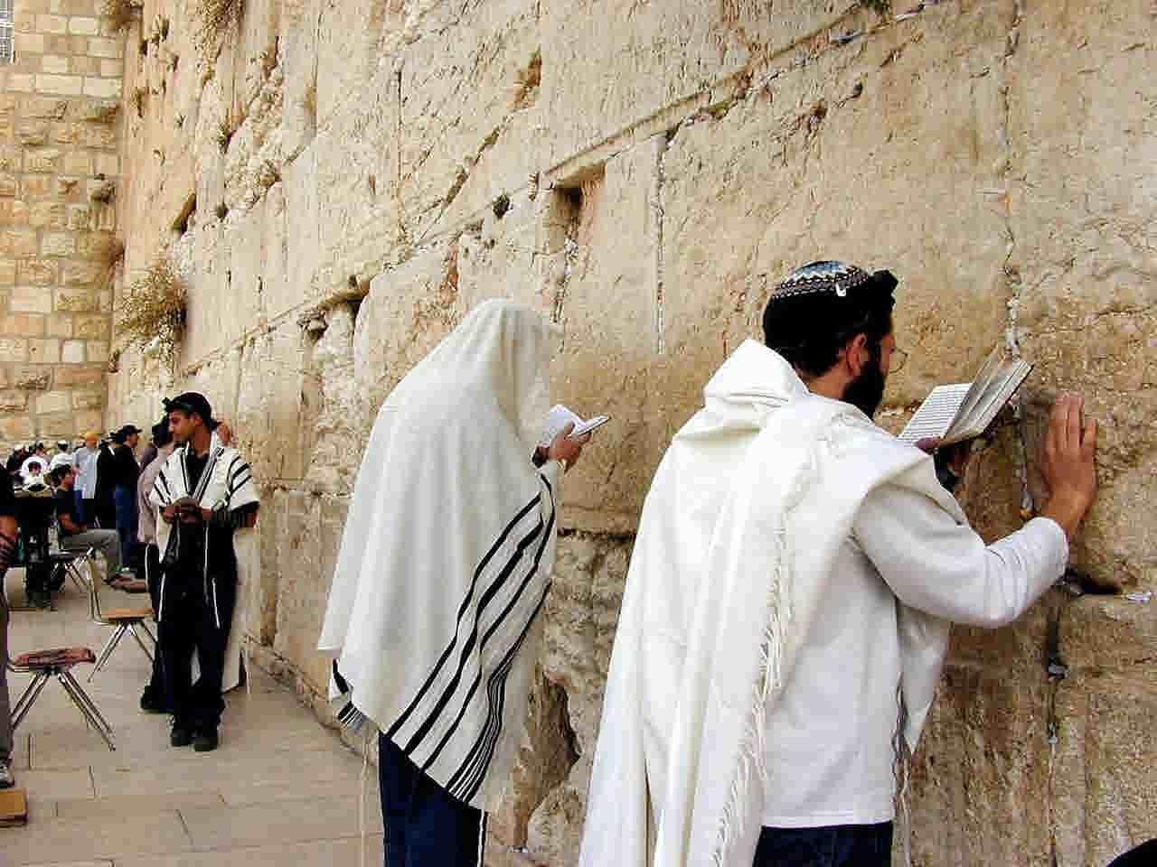 "Почему христиане не ходят к ""стене плача""?"
